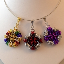 Da Capo pendants in various color combinations